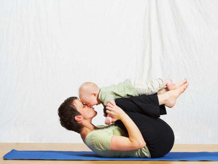 El yoga permite así a las mamas tener un momento para recuperar la energía fa981f8f4bb0